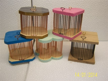 Photo de 5 cages en bois